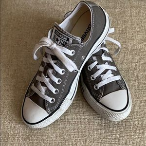 Converse All Star's. Woman's Size 7. (Men's 5).